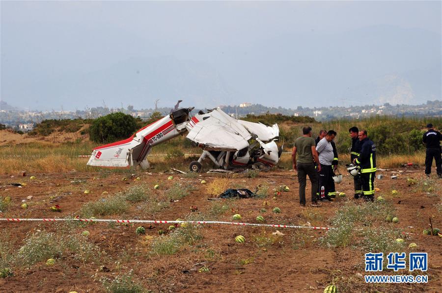 (国际)(2)土耳其教练机坠毁 造成2死1伤