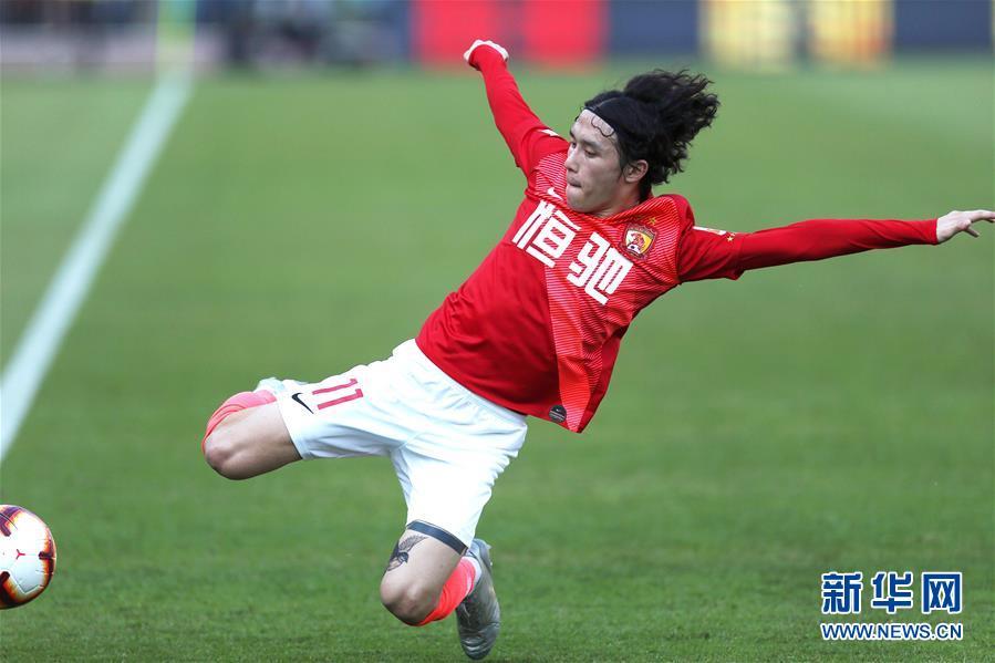 (体育)(34)足球——中超:广州恒大夺得第八冠