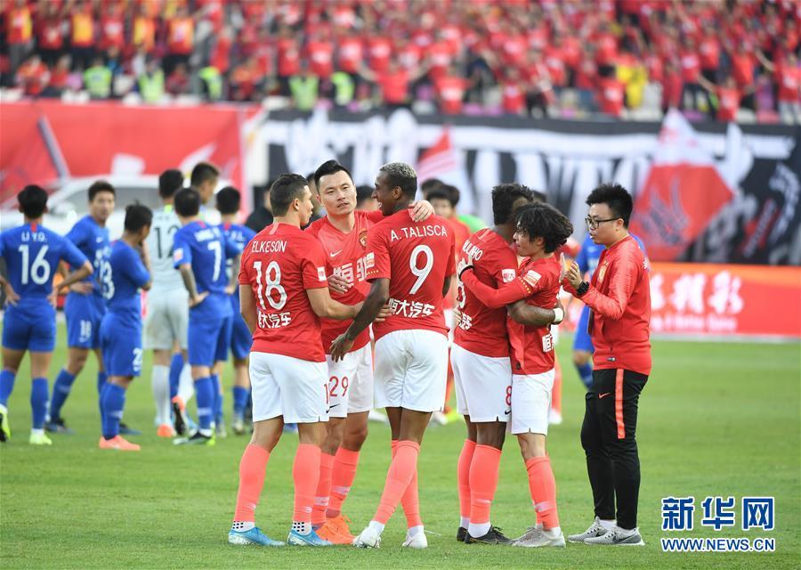 (体育)(38)足球——中超:广州恒大夺得第八冠