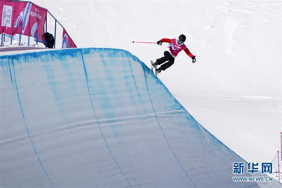 (体育)(9)自由式滑雪——女子U型场地决赛:中国选手谷爱凌夺冠